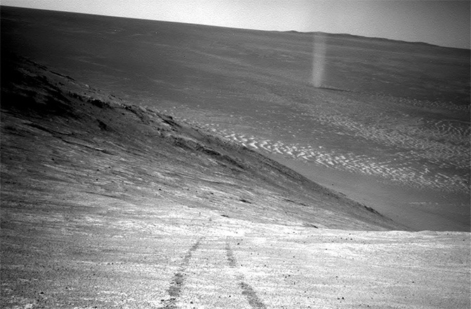 Dust devil on Mars. Photo credits: NASA/JPL-CALTECH.