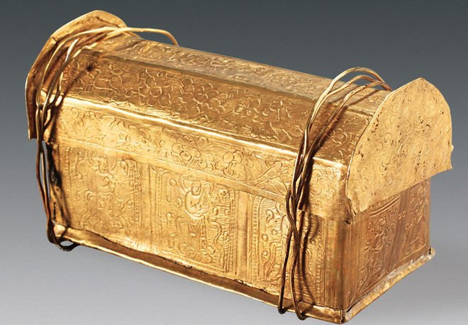 The gold casket in which the skull bone was found. Photo credits: Chinese Cultural Relics.